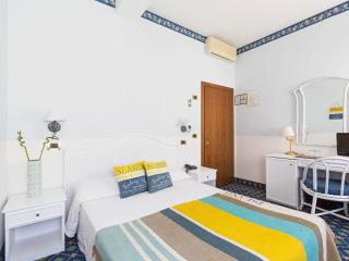 Little b&& at Lido beach .one double room, Lido di Venezia