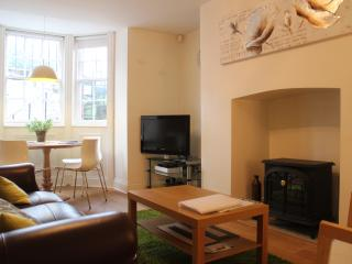 1 Priory House Apartment, Central 2 Bed 2 Bath, York