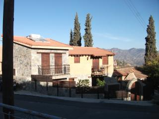 KELLAKI MOUNTAIN VILLAGE CHARMING TRADITIONAL COTTAGE  5KM  to VIKLA  GOLF