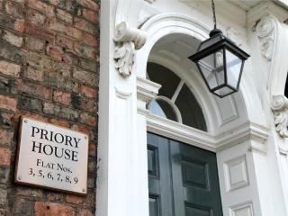 7 Priory House, Central 2 Bed 2 Bath, sleeps 5.