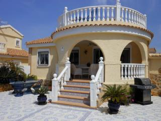 (484) Casa Holanda 3 bed villa large pool air-con Wi-Fi near all amenties