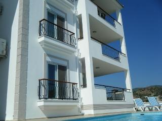 SPACIOUS 4 BEDROOM GROUND FLOOR DUPLEX APPARTMENT, Dalaman
