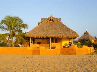 Beachfront Tropical Villa La Peñita, La Peñita de Jaltemba