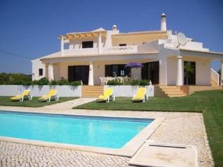 Large 5 bedroom villa with spacious garden & private pool, WiFi