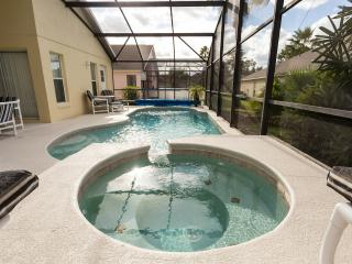 Luxury Resort Vacation Home - Gate Community - Spa & Pool, Kissimmee
