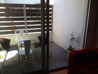 Modern and new apart Great location sleeps4 +1baby, Montevideo