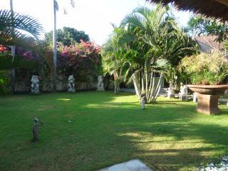 Villa Nyumpene incl. Frühstück, mit großem Garten, Legian