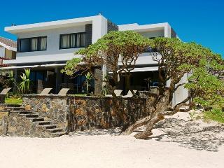 Aquaria, luxury beachfront apartment in Coral Bay