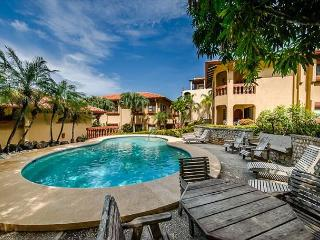 Magnificent beachfront condo- ocean views, cable, shared pool, jacuzzi tub