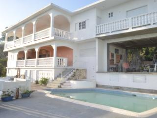 Gibraltar Height Villa 15 min Ocho Rios FAB VIEWS!, Oracabessa