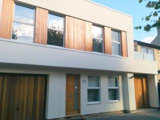 Modern, spacious house in residential location, Cambridge