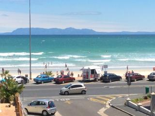 Beachfront, one minute walk to sandy beaches and main swimming beach, Strand