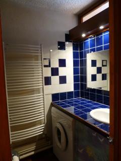 Salle de bains sèche-serviette, sèche-cheveux