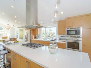 LUXURIOUS NEWLY REMODELED MODERN HOME WITH STUNNING VIEWS, Belmont