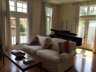 Stunningly Beautiful 3 Bedroom House Amidst Greneeries, Oakland