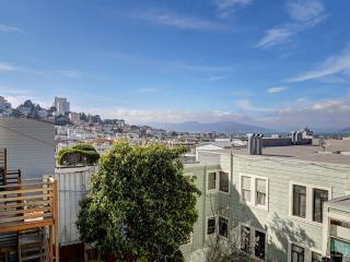 Classy 2 Bedroom, 1 Bathroom Apartment with an Attractive View in Telegraph Hill, San Francisco