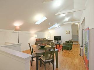 FULLY REMODELED TOP FLOOR WITH 3 BED AND 2 BATHS IN CASTRO / UPPER MARKET, San Francisco