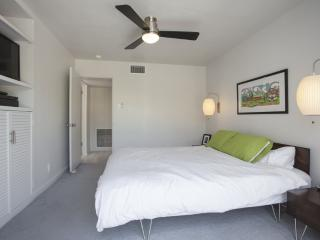 Beautiful 3 Bed 2 Bath Apartment, Palm Springs