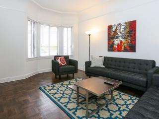 Modern 3 Bedroom, 2 Bathroom Hill in Lovely Russian Hill - Utilities and Parking Included, San Francisco