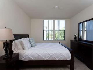 Beautiful 2 Bedroom Unit With Great Amenities, Foster City