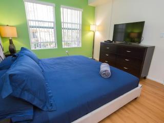 Breathtaking 2 Bedroom, 2 Bathroom Apartment in LA, Los Angeles