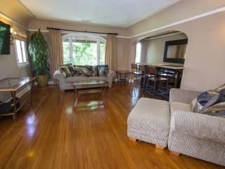BEAUTIFULLY FURNISHED 2 BEDROOM APARTMENT - 2, Los Angeles