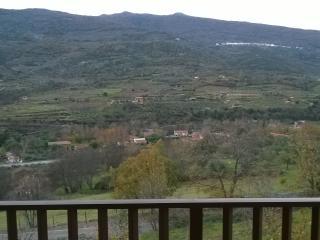 Casa de campo-castillo. Situada en  Valle d Jerte.