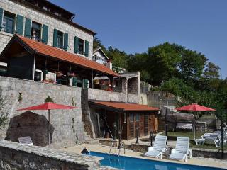 Inland Dalmatia 5BR Luxury Villa with Private Pool, Vrlika
