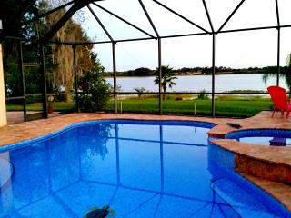 Luxury 5 Bedroom Villa overlooking lake and Pool, Orlando