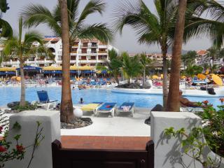 Spacious Villa Portion Parque Santiago III, Playa de las Americas