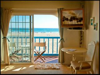 OCEANFRONT BEDROOM +PRIVATE BALCONY in SHARED HOME, (shared bath with owner), Marina del Rey
