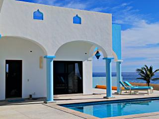 Villa Star of the Sea, Adult non smoking, 1 bedroom ocean view bnb on the beach