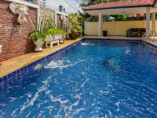 VILLA ROYAL WITH PRIVATE SWIMMING POOL AND JACUZZI, Pattaya