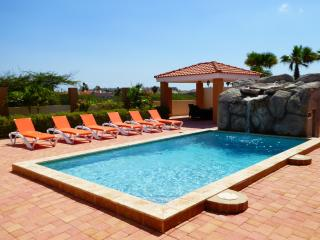 VILLA SOLEIL - LUXURY VILLA, PRIVATE POOL, CLOSE TO PALM AND ARASHI BEACHES