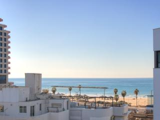 1 Min. to the Beach-55m2-Free Parking & WiFi-Cview, Tel Aviv