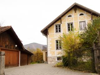 Spacious flat with private balcony, Bad Ischl