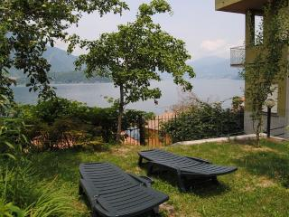 Violetta Room side view of the lake-up to 4 people
