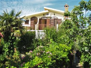 Lovely flat with balcony near beach in Croatia, Murter