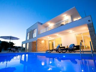 Luxury Villa Crystal Blue, 50 Meters from Sea, Rogoznica