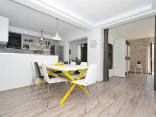 Stylish apt Kambelovac 1, near Trogir & Split