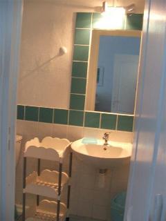 Salle d'eau, chambre 3, 2ème étage.