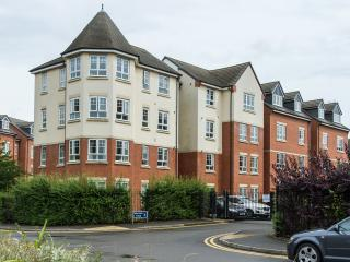 Super Warwick Wallwin place 1 & 2 bed (7 + night)