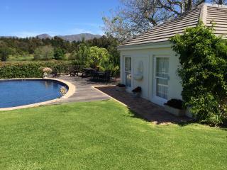 Majini Guesthouse Pool House, Constantia