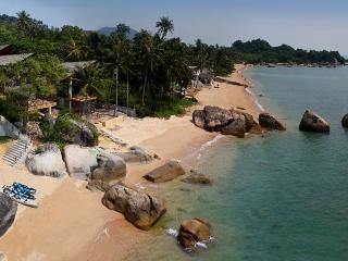 A very beautiful luxury pool beachfront villa, Maret