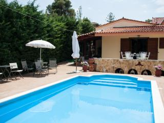 Villa-Private Pool 50 km from Athens