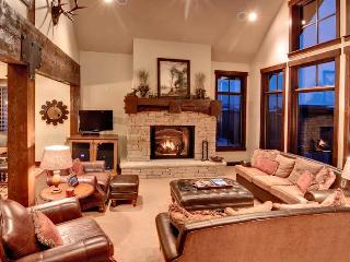 Huge 4,200 SQ FT Ski-in/Ski-out 5 Bedroom Cottage! Mid-mountain!!