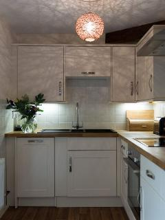 Fully fitted kitchen with all mod cons - oven, dishwasher, fridge/freezer, microwave...