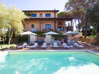 Catalunya Casas: Majestic villa in Sils for 15 guests, in beautiful Costa Brava