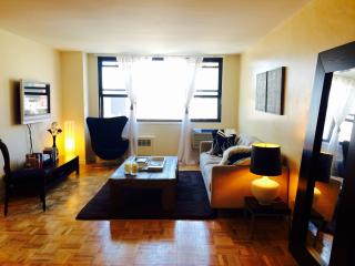 Prime West Village, Large 1BR Apt w/ Great Views, Nueva York