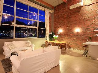 Amazing Loft with Stunning Table Mountain View off Bree Street